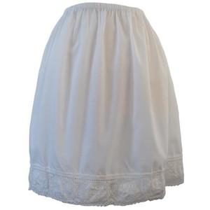 http://andreacarlisle.files.wordpress.com/2011/06/white-skirt.jpg